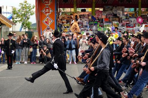 Parademarsch der Bürgerwehr 1848 zu Pfingsten auf dem Festplatz